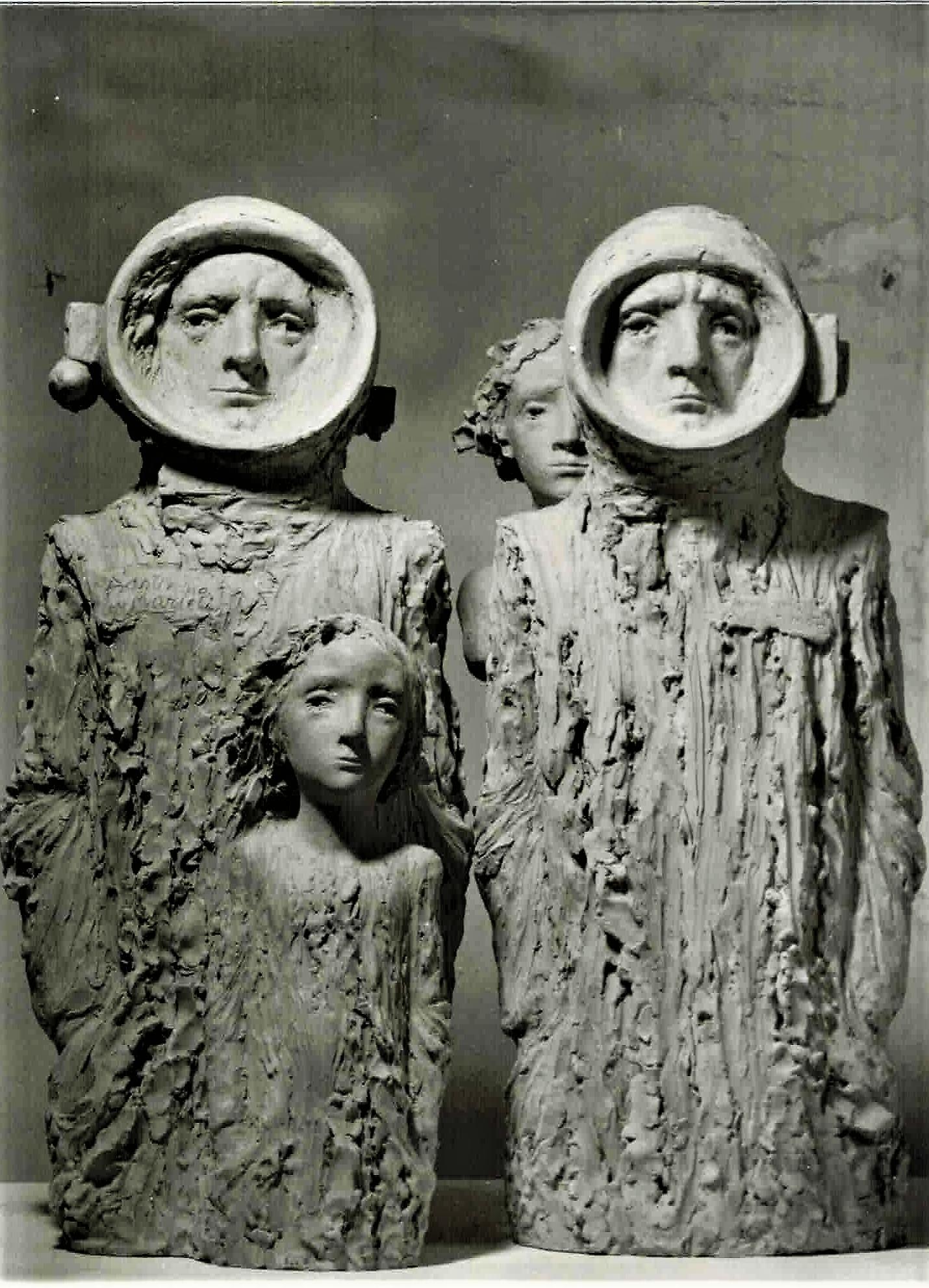 Astronautas: Astronauta con niño guardián y Astronauta con niña.